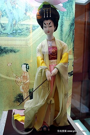 Daxiushan - The clothing that the figure wears, depicts Tang Dynasty Clothing Daxiushan (大袖衫), taken in Xi'an Shaanxi History Museum.