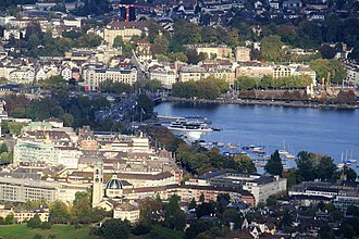 Enge (Zürich) - Enge (in the foreground), Seefeld (to the right) and Rathaus quarters, as seen from Uetliberg; Bürkliplatz, Quaibrücke and Bellevue-Sechseläutenplatz in the centre, as well as the site of the Prehistoric pile dwellings around Lake Zurich