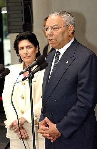 Salome Zourabichvili - Zourabichvili with U. S. Secretary of State Colin Powell in 2004