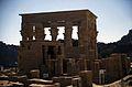 Ägypten 1999 (035) Assuan- Hathortempel und Trajan-Kiosk, Philae (27107932435).jpg