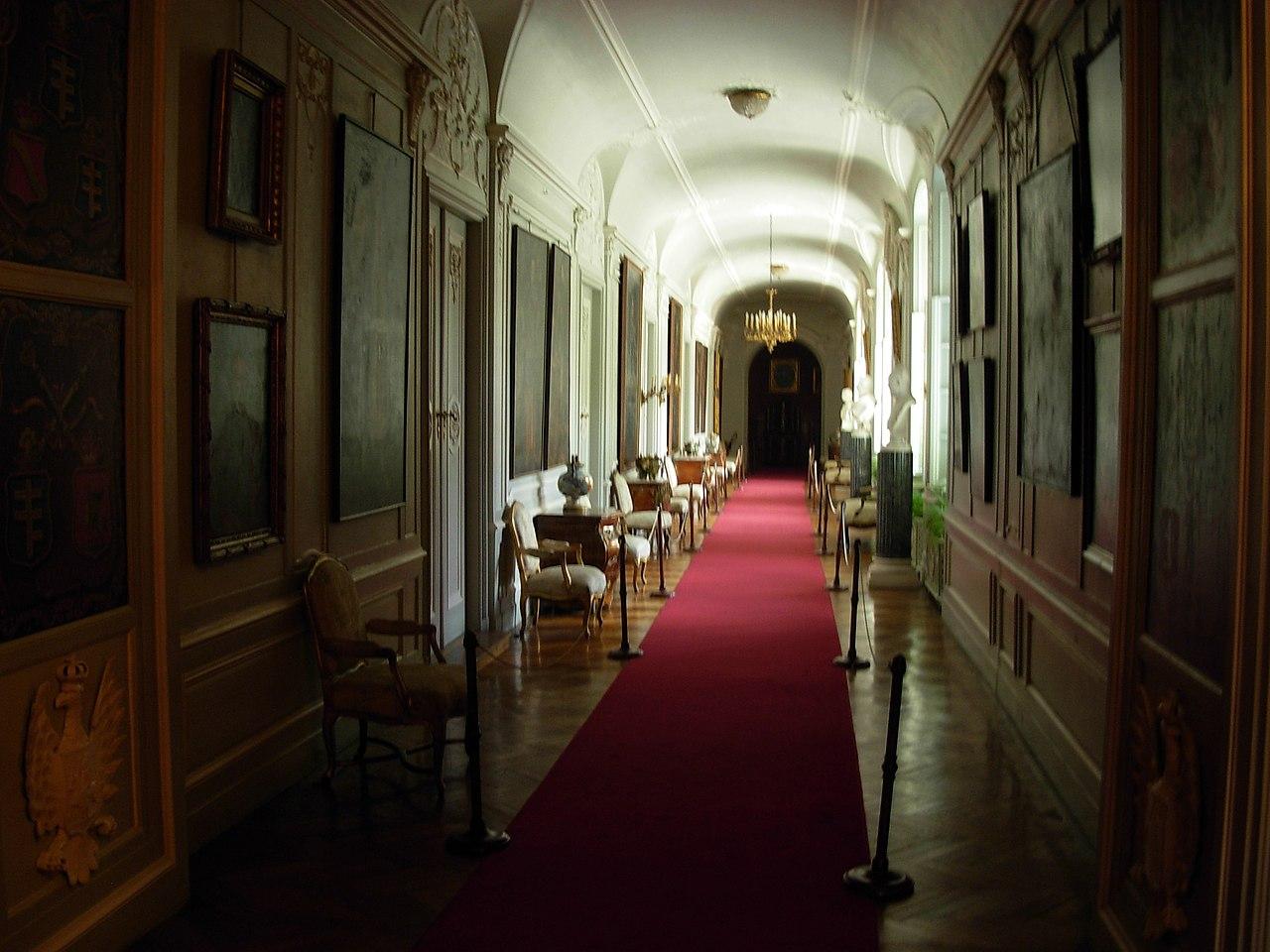 Ланьцутский дворец - внутри 02.JPG