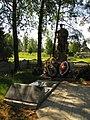 Братская могила, где похоронен Герой Советского Союза Николай Тихонов - общий вид.jpg