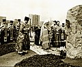 Митрополит Филарет совершает закладку памятного камня на месте будущего строительства. 26 апреля 1991 года.jpg