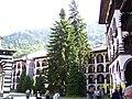 Рилски манастир, част от вътрешния двор.JPG