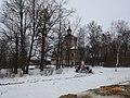 Церковь Знаменская (в стиле барокко), построена в 1771 году рядом братская могила советских воинов Млевичи, Торжокский район,.jpg