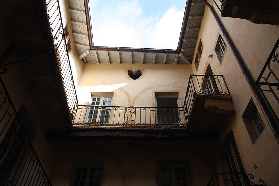 Cour de la Maison Roland à Villefranche-sur-Saône
