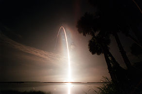 010712 STS104 Atlantis launch glow.jpg