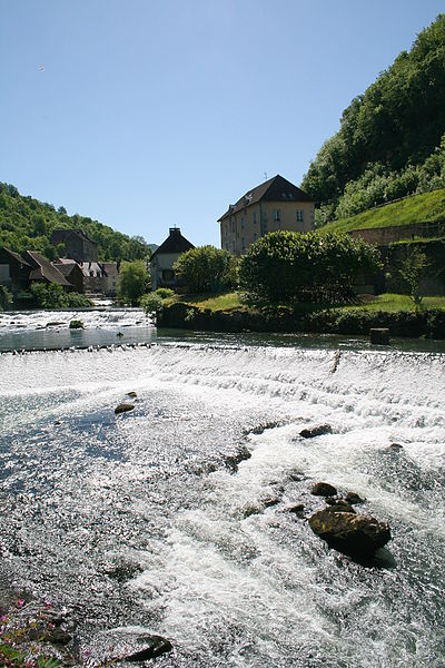 Lods  (Doubs - France), the Loue (river), the former forges and the village.