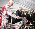 2007 07 30 Odznaczony Złotym Krzyżem Zasługi Krzysztof Kasprzak wraz z Prezydentem RP Lechem Kaczyńskim.jpg