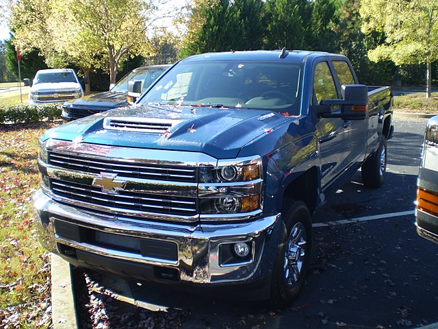 https://upload.wikimedia.org/wikipedia/commons/thumb/8/88/2018_silverado_2500hd_lt_crew_cab_long_box_4wd_%28observe%29.jpg/640px-2018_silverado_2500hd_lt_crew_cab_long_box_4wd_%28observe%29.jpg