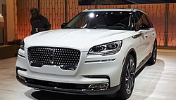 2019 White Lincoln Aviator 1.jpg