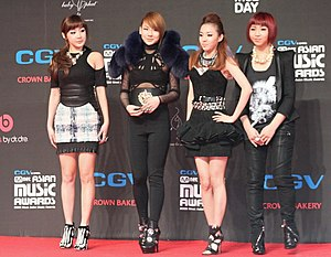 2NE1 - 2NE1 at 2009 Mnet Asian Music Awards. Left to right: Bom, CL, Dara and Minzy