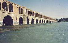 Brug over de zayandeh rud in isfahan