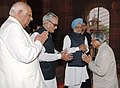 A.P.J. Abdul Kalam is being received by the Vice President, Shri Bhairon Singh Shekhawat, the Prime Minister, Dr Manmohan Singh and the Speaker, Lok Sabha.jpg