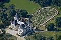A tiszadobi kastélykert a tiszafákkal övezett bukszus-labirintusa légifotón.jpg