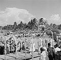 Aankomst van het koninklijk gezelschap bij de nieuwe zeedijk in het district Nic, Bestanddeelnr 252-4678.jpg