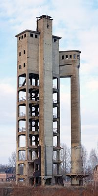 Früher für die Papierherstellung verwendeter Säureturm in Crossen (Zwickau)