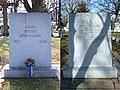 Adlai Stevenson grave.JPG