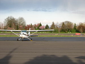 Albany Municipal Airport (Oregon) - Image: Albany Oregon Airport ramp