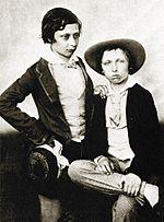 Edoardo, a destra, e il fratello Alfred nel 1855.