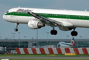 Alitalia Airbus A321-100 landing at London Hea...