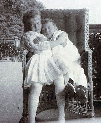 Grand Duchess Anastasia Nikolaevna of Russia - Grand Duchess Anastasia with her brother Alexei