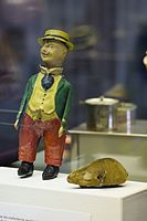 Antique tin toy wind-up clown and wind-up mouse (25196969284).jpg