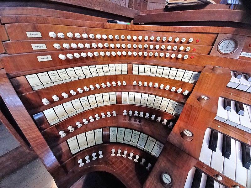 Datei:Antwerpen-Kiel, Christus-Koning (Klais-Orgel, Spieltisch) (7).jpg