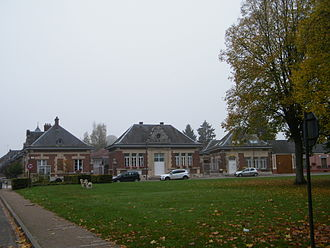Arvillers - The town hall and school in Arvillers