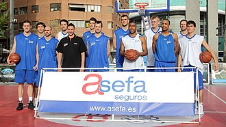 "CB Estudiantes - 2010–11 season players (from left to right): Nik Caner-Medley, Jiří Welsch, Albert Oliver, Germán Gabriel, Sergio Sánchez, Josh Asselin, Marc Blanch, Yannick Driesen, Jayson Granger, Daniel Clark, Tyrone Ellis, Hernán ""Pancho"" Jasen, Jaime Fernández."
