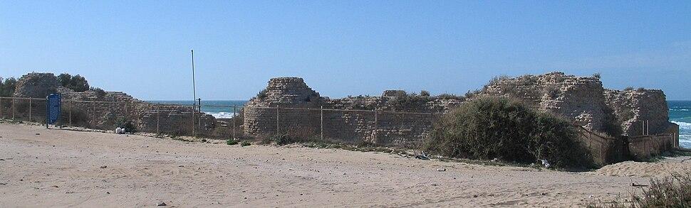 """מצודת """"אשדוד ים"""" במבט ממזרח"""
