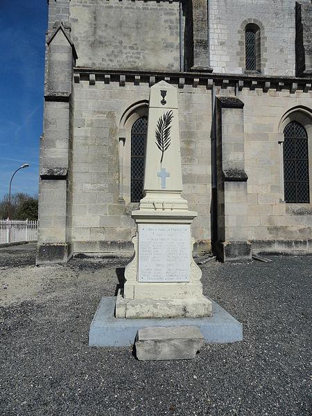 Le monument aux morts de la Première Guerre mondiale, devant l'église Saint-Rémi d'Athis.