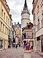 Auxerre. Porte et tour de l'horloge.jpg