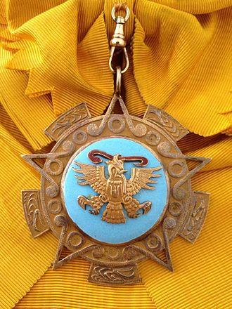 Order of the Aztec Eagle - Image: Banda y venera Orden Aguila Azteca AE Acoll