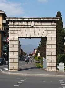 Bergamo porta del diavolo.jpg