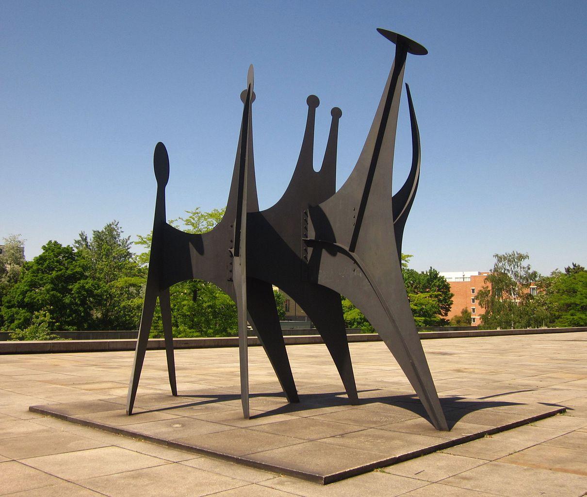 File Berlin Tiergarten Potsdamer Strasse 50 Neue Nationalgalerie Skulptur