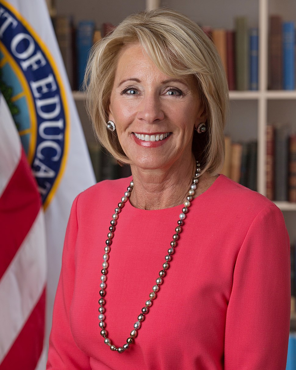 Betsy DeVos official portrait