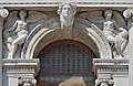 Biblioteca marciana Venezia arco con angeli femminili.jpg
