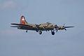 Boeing B-17G-85-DL Flying Fortress Nine-O-Nine Landing Approach 06 CFatKAM 09Feb2011 (14960930856).jpg