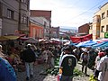 Bolivien - Straßenmarkt in La Paz - panoramio.jpg