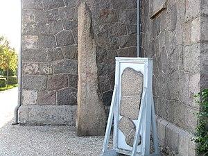 Klemensker - Image: Bornholm Klemensker Sankt Clemens Kirke runesten