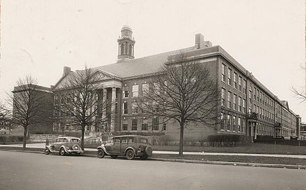 Boston Latin School was established in 1635 and is the oldest public high school in the US. Boston Latin School -.jpg