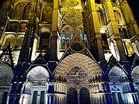 Bourges - Cathédrale Saint-Étienne - Éclairée de nuit 1.jpg