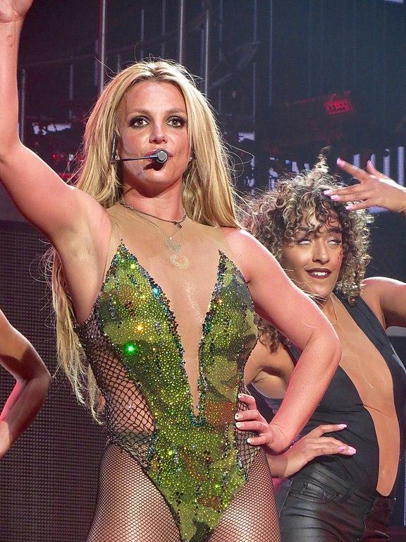 576px-Britney-Spears-Vegas-July-13-2016-