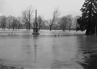 Builth Wells war memorial and floods