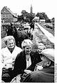 Bundesarchiv Bild 183-1986-0908-001, Redefin, Kutschfahrt für Rentner.jpg