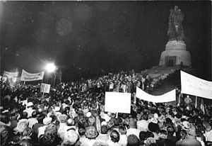 Soviet War Memorial (Treptower Park) - Protest-demonstration with around 250.000 Berliners against Neonazis, January 1990.