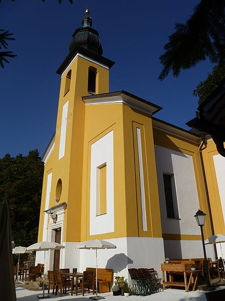 Datei:Burg Haunsberg-Kirche St. Pankraz.jpg