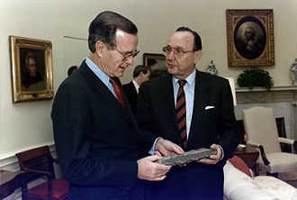 Hans-Dietrich Genscher - George H. W. Bush and Hans-Dietrich Genscher (21 November 1989)
