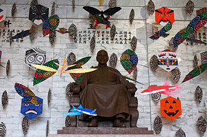 Chiang Kai-shek statues - Kites decorate the 10m seated bronze of Chiang in 2008